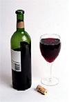 Бутылка с вином и бокал.